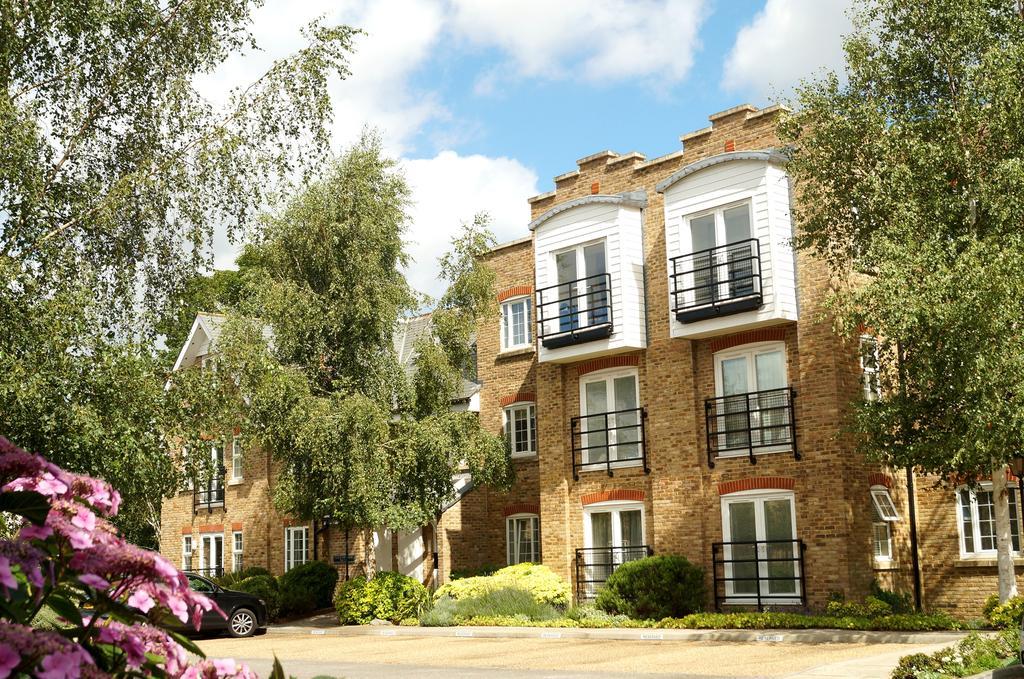 2 Bedrooms Apartment Flat for sale in Jessamy Road, Weybridge, Surrey, KT13