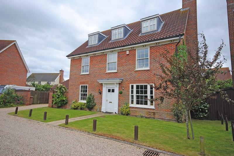 5 Bedrooms Detached House for sale in Pightle Close, Mulbarton, Norwich