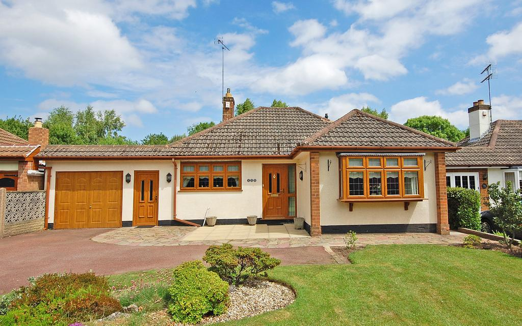 2 Bedrooms Detached Bungalow for sale in Yew Tree Lane, Tettenhall, WOLVERHAMPTON WV6
