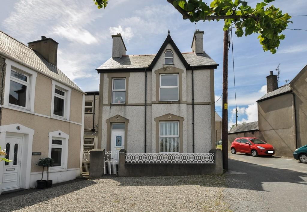 4 Bedrooms Link Detached House for sale in Y Maes, Nefyn, North Wales