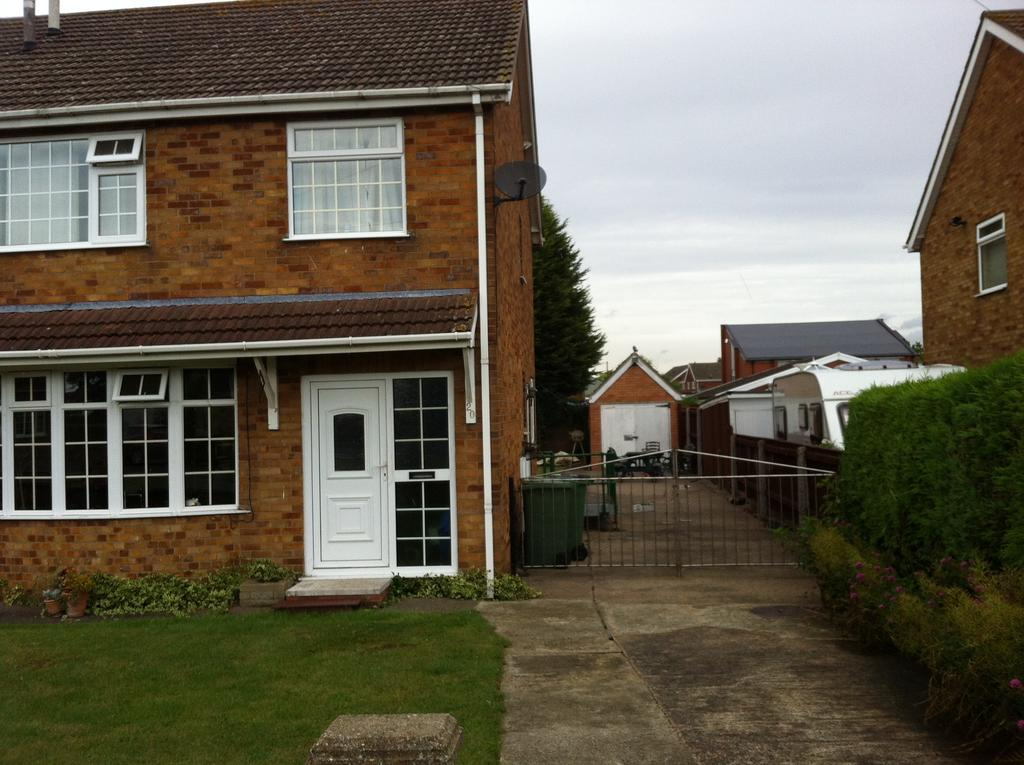 3 Bedrooms Semi Detached House for sale in Alderney Way, Immingham DN40
