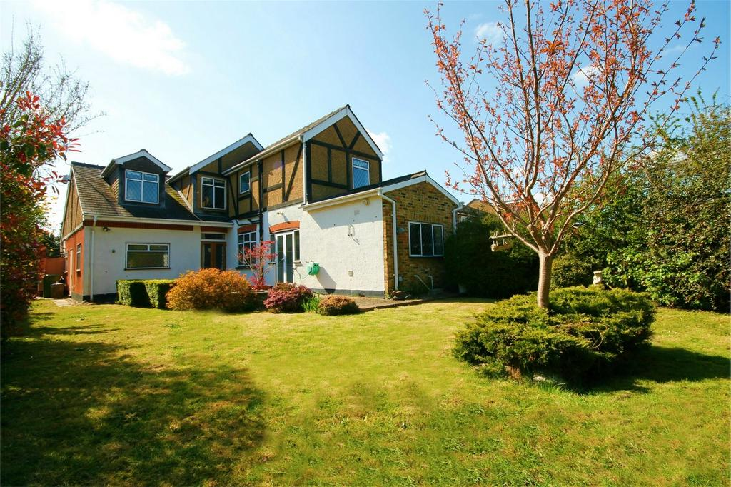 5 Bedrooms Detached House for sale in Ashford Crescent, Ashford, Surrey