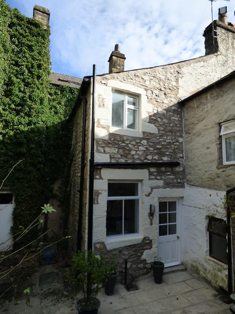 2 Bedrooms Terraced House for sale in Gate Cottage, Kirkgate, Settle