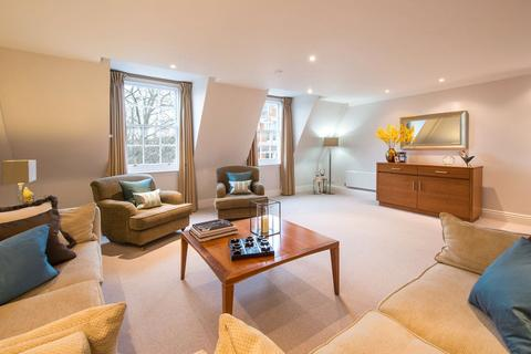 2 bedroom flat to rent - Gilbert Street, Mayfair, London