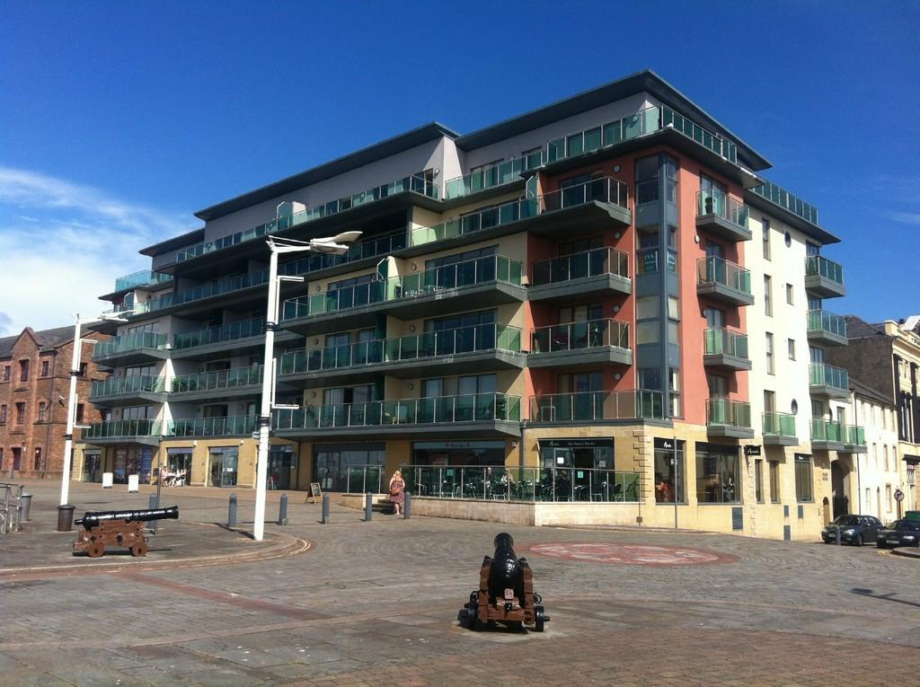 2 Bedrooms Flat for sale in Pears House, Whitehaven, Cumbria