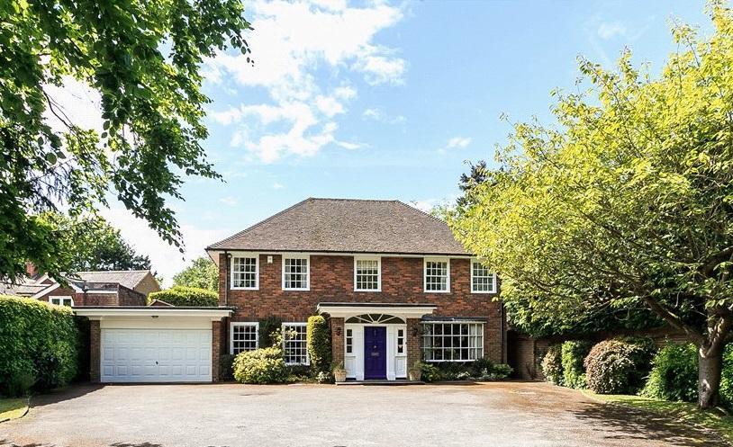 4 Bedrooms Detached House for sale in Mark Way, Godalming, Surrey