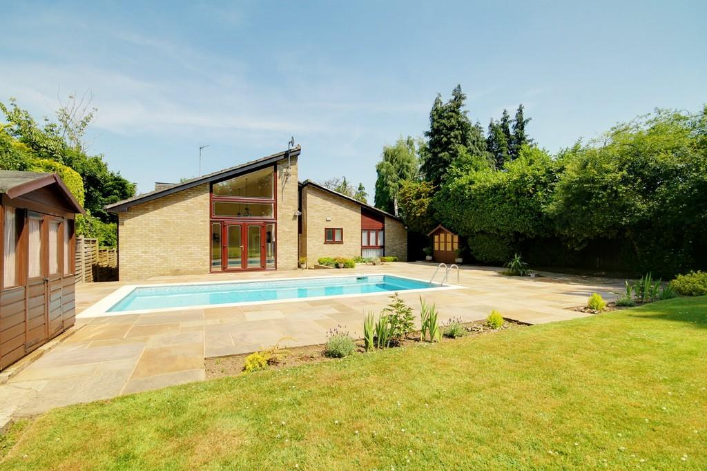 5 Bedrooms Detached House for sale in Grange Lane, Roydon, Essex