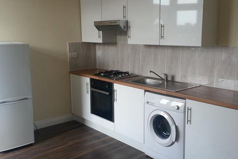 2 bedroom flat to rent - Uppingham Road