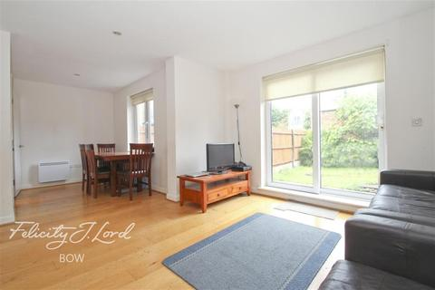 4 bedroom terraced house to rent - Hereford Road, E3