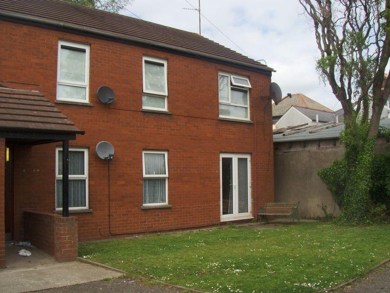 2 Bedrooms Flat for sale in Tin Street, Adamsdown, CARDIFF