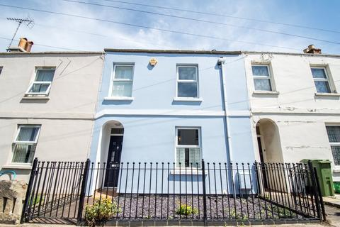 2 bedroom terraced house to rent - Naunton Crescent, Cheltenham, GL53 7BD