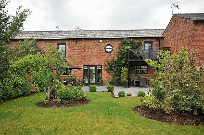 3 Bedrooms Barn Conversion Character Property for sale in Welsh Row, Nether Alderley