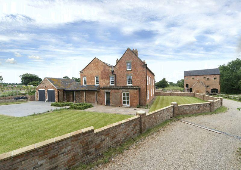 5 Bedrooms Detached House for sale in The Farmhouse, Stretton, Stafford