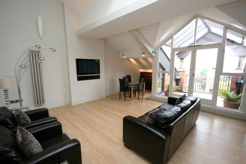 2 bedroom penthouse to rent - Middle Warehouse, Castle Quay, Chester Road, Manchester, M15