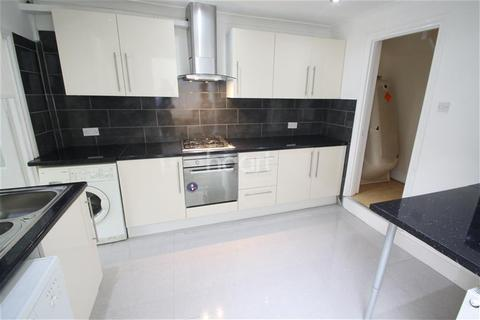 3 bedroom terraced house to rent - Carnarvon Road, South Woodford, E18