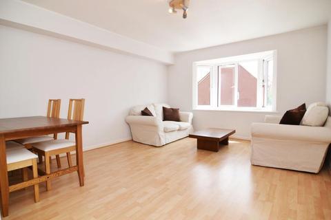 2 bedroom flat - Varsity Drive, Twickenham, TW1