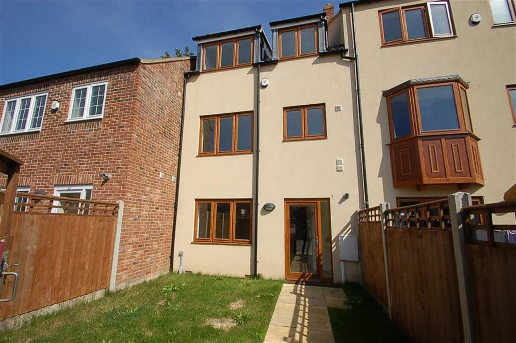 4 Bedrooms Town House for sale in High Green, Bridlington, East Yorkshire, YO16