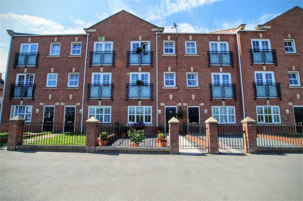 4 Bedrooms Terraced House for sale in Ousegate, SELBY, North Yorkshire
