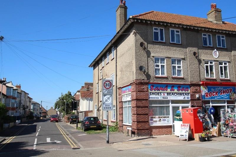 2 Bedrooms Flat for sale in High Street, Walton On The Naze