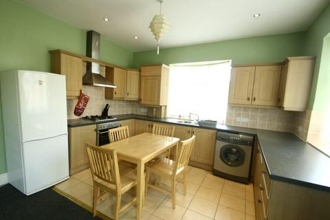 4 bedroom detached bungalow to rent - Debdon Gardens, Heaton, NE6