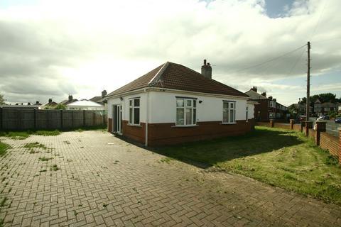 4 bedroom detached bungalow to rent - Debdon Gardens, Heaton, NE6