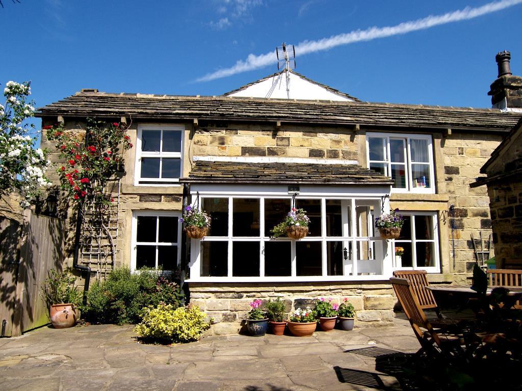 4 Bedrooms Detached House for sale in Moor Top, New Farnley, Leeds