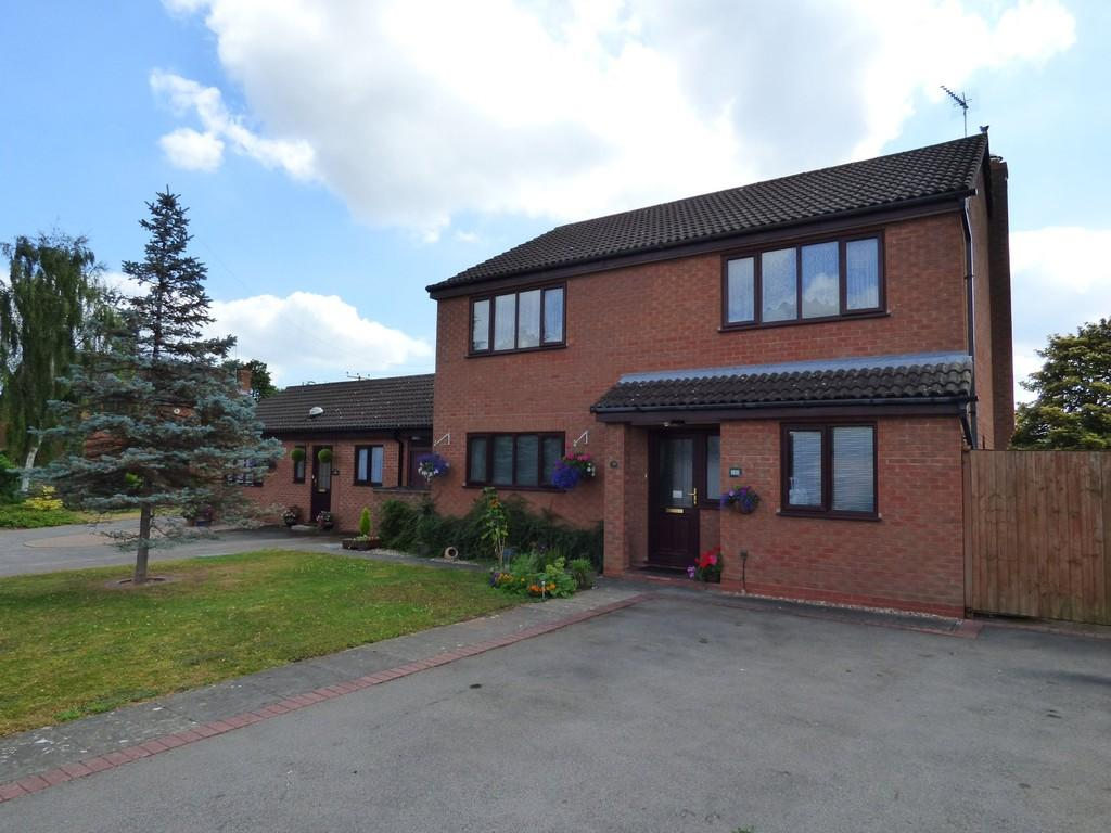 4 Bedrooms Detached House for sale in Gloster Gardens, Wellesbourne