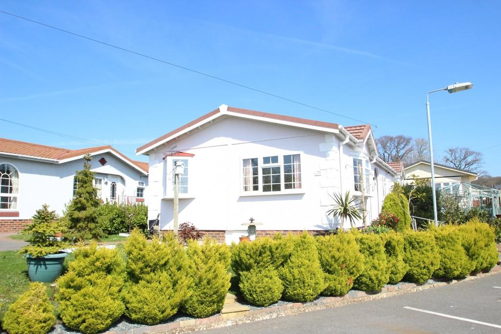 3 Bedrooms Park Home Mobile Home for sale in Medina Park, Whippingham