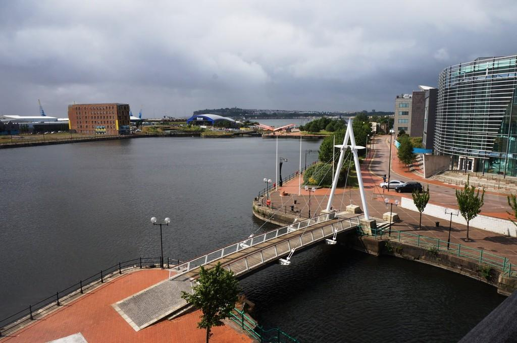 2 Bedrooms Apartment Flat for sale in Vega, Falcon Drive, Cardiff Bay