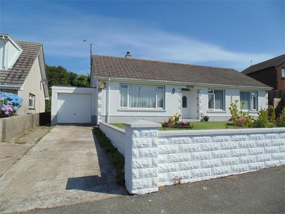 3 Bedrooms Detached Bungalow for sale in 12 Castle Pill Crescent, Steynton, Milford Haven, Pembrokeshire