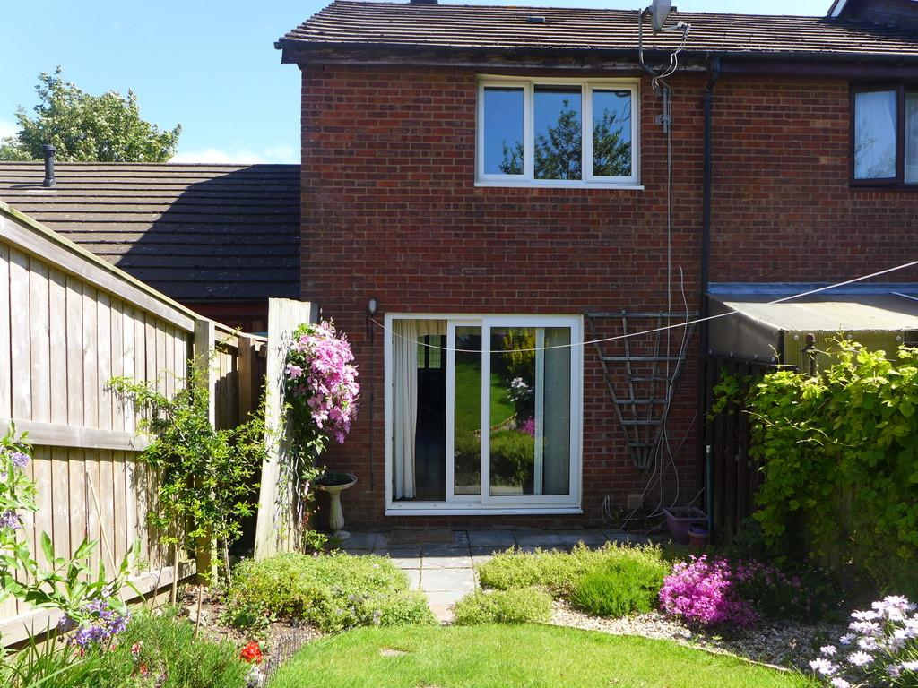 2 Bedrooms Terraced House for sale in 8 Milton Close