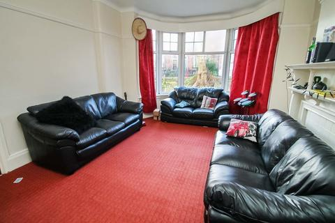 8 bedroom semi-detached house to rent - St Michael Villas, Headingley