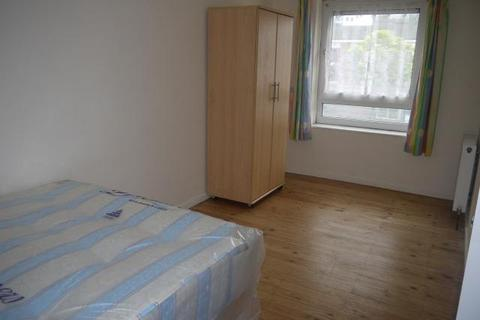1 bedroom house share to rent - Celandine Close, Mile End, London, E14 7AY