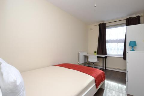 1 bedroom in a flat share to rent - Celandine Close, Mile End, London, E14 7AY