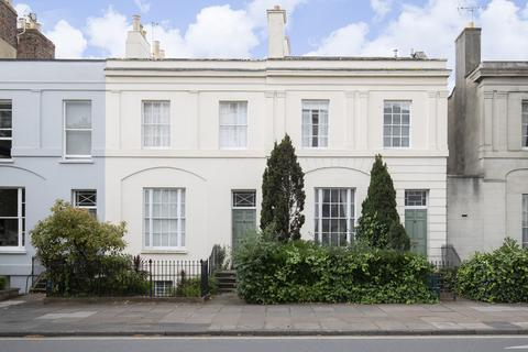 House share - Clarence Road, Cheltenham GL52 2NU