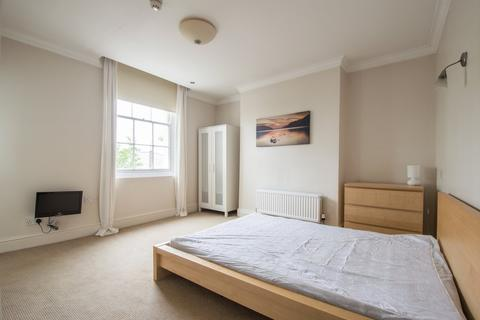 House share to rent - Clarence Road, Cheltenham GL52 2NU