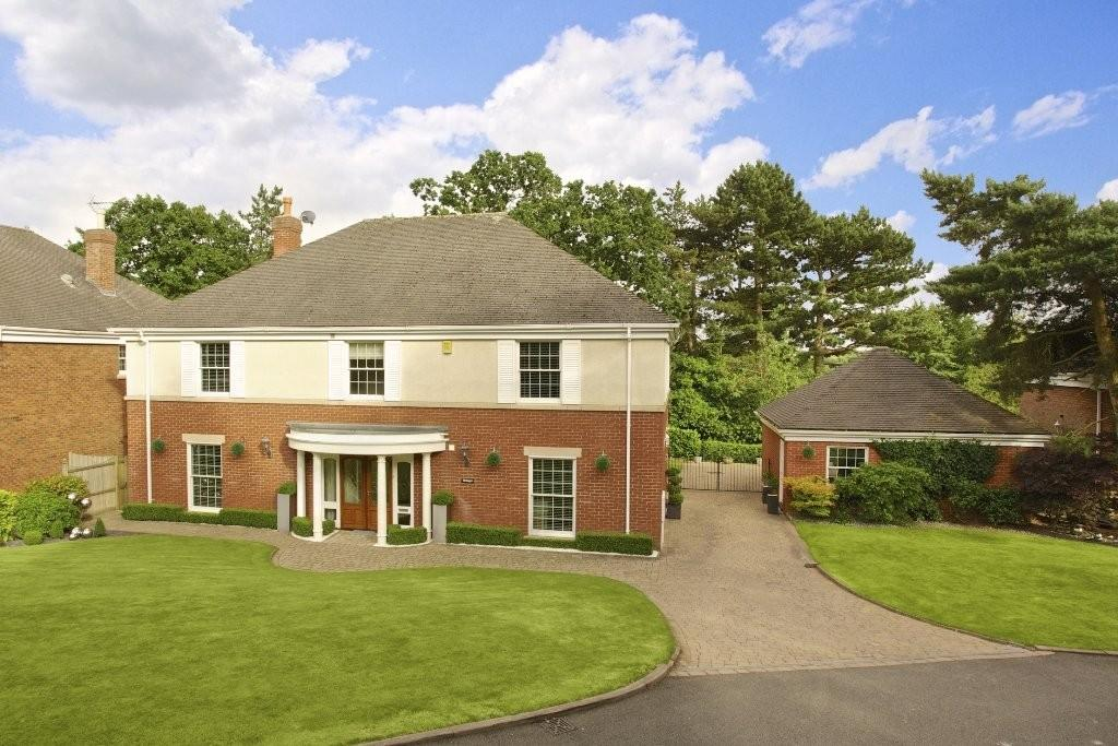 4 Bedrooms Detached House for sale in Blue Cedars Drive, Burton upon Trent