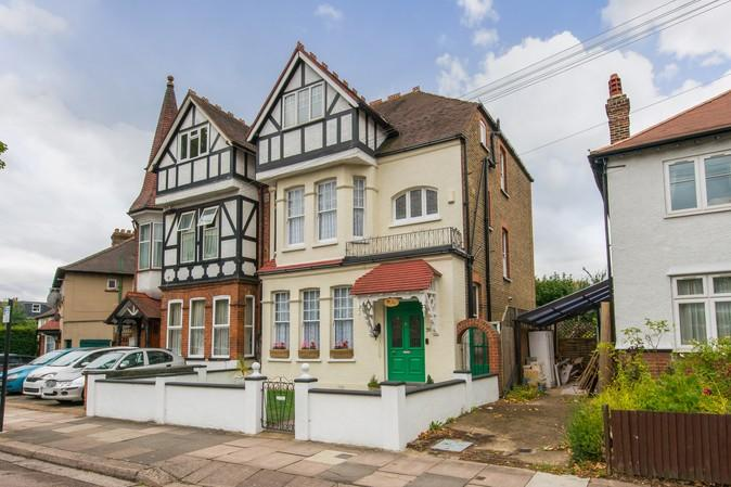 6 Bedrooms Semi Detached House for sale in Messaline Avenue, Acton