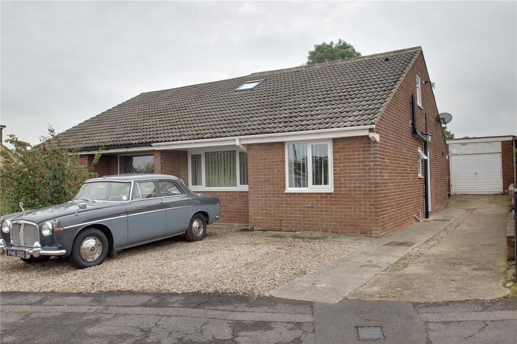 3 Bedrooms Semi Detached Bungalow for sale in Newlands Road, Skelton