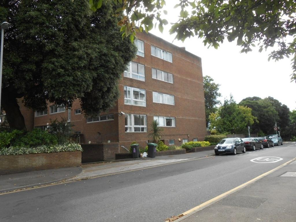 2 Bedrooms Flat for sale in Anglesea Road, KT1 2EL