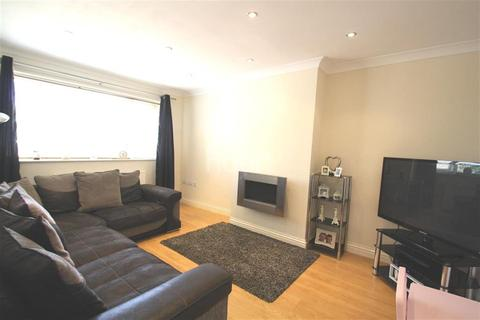 2 bedroom flat to rent - Woodfield Close