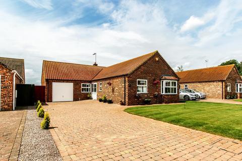 4 bedroom detached bungalow for sale - Carisbrooke Way, Weston Hills
