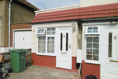 1 bedroom flat to rent - Wedmore Road, Greenford, UB6