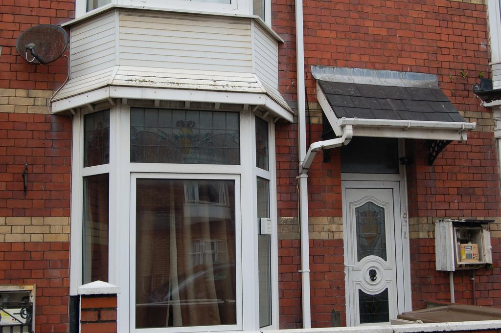 6 Bedrooms Terraced House for sale in St Helens Road, Brynmill, Swansea SA1