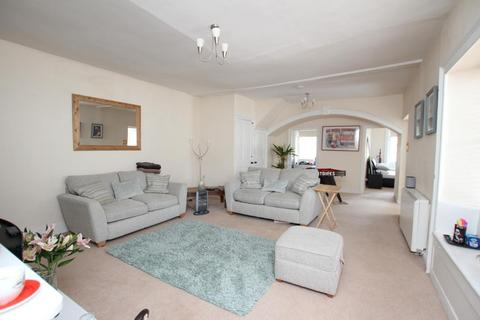 2 bedroom flat to rent - Broad Street, Chipping Sodbury, South Gloucestershire, BS37 6AG