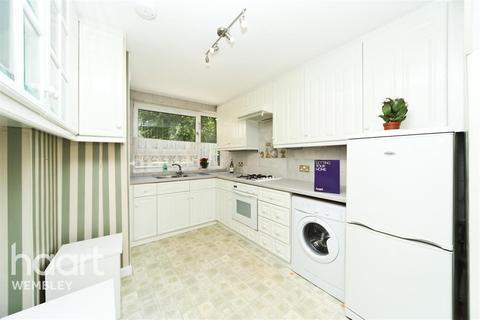 3 bedroom flat to rent - Yates Court, NW2
