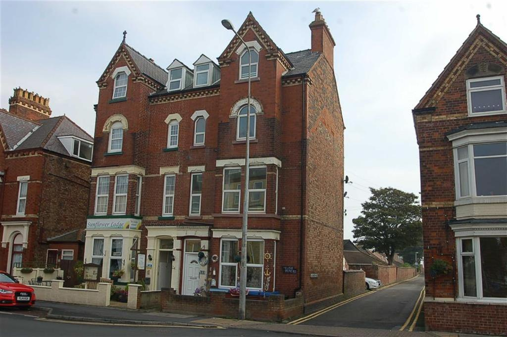 2 Bedrooms Flat for sale in Flamborough Road, Bridlington, East Yorkshire, YO15