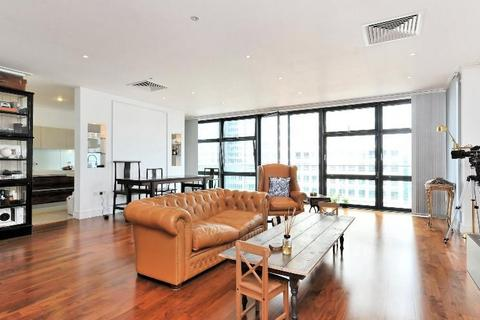 3 bedroom apartment to rent - Discovery Dock Apartments West, 2 South Quay Square, London, E14