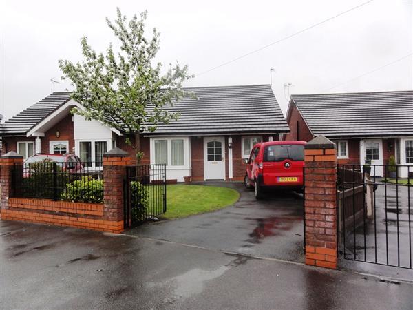 2 Bedrooms Semi Detached Bungalow for sale in Lee Park Avenue, Gateacre, Liverpool