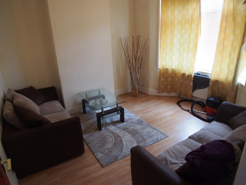 4 Bedrooms Terraced House for rent in Southfield Road, Enfield, EN3 4BU